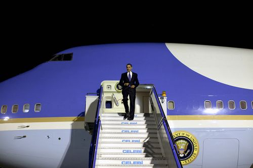 Obama arriving airplane stairs